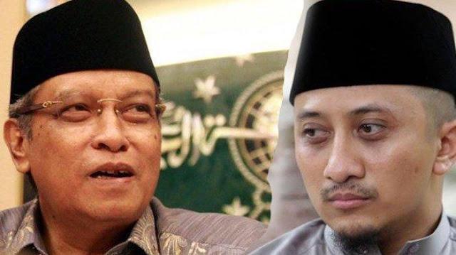 KH Said Aqil Siradj Pakaikan Ustadz Yusuf Mansur Kopiah Berlogo NU