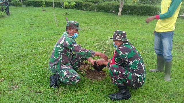 Personel Jajaran Kodim 0208/Asahan Turut Serta Menanam Pohon Dalam Rangka Lestarikan Lingkungan Hidup