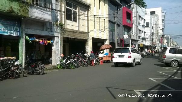 Menyusuri Jalan Cibadak Bandung
