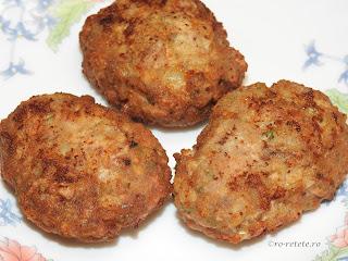 Parjoale prajite reteta de casa cu carne tocata de porc ceapa usturoi paine sare piper boia marar retete culinare chiftele chiftelute aperitive tocaturi,