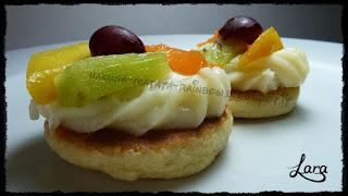 http://cucinaconlara.blogspot.it/2015/06/tortine-di-frutta-con-frolla-senza.html
