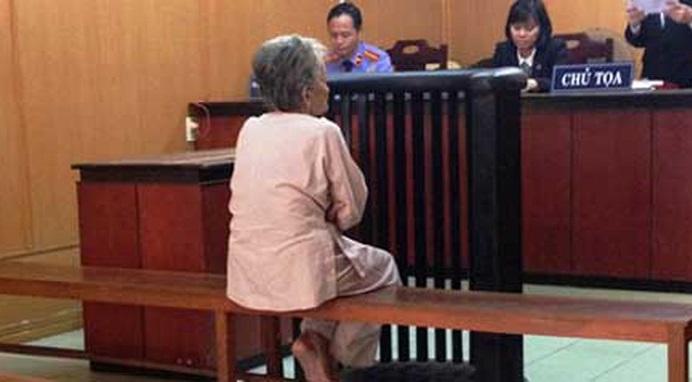 Bản án đẫm nước mắt cho người mẹ già tạt xăng đốt nhà con gái ruột bất hiếu