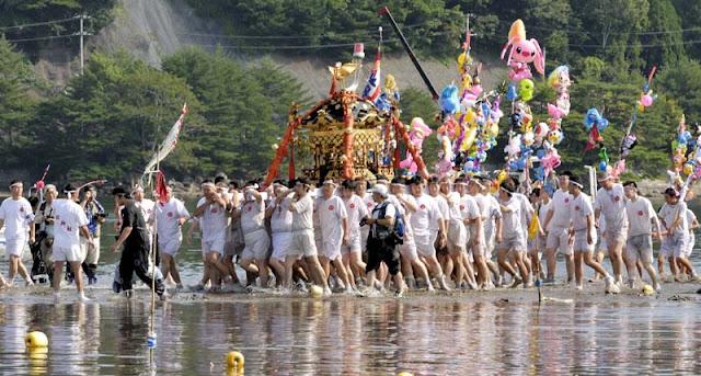 Abare Mikoshi (act up on floats) at Osugi Jinja Shrine, Kumagaya City, Saitama