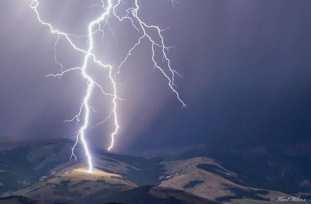 Amazing 3D feel of lightning strikes