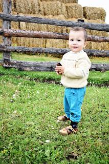 ребёнок и сено