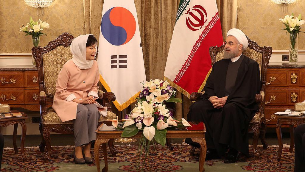 La presidenta surcoreana Park Geun-hye con un velo islámico en su viaje a Irán