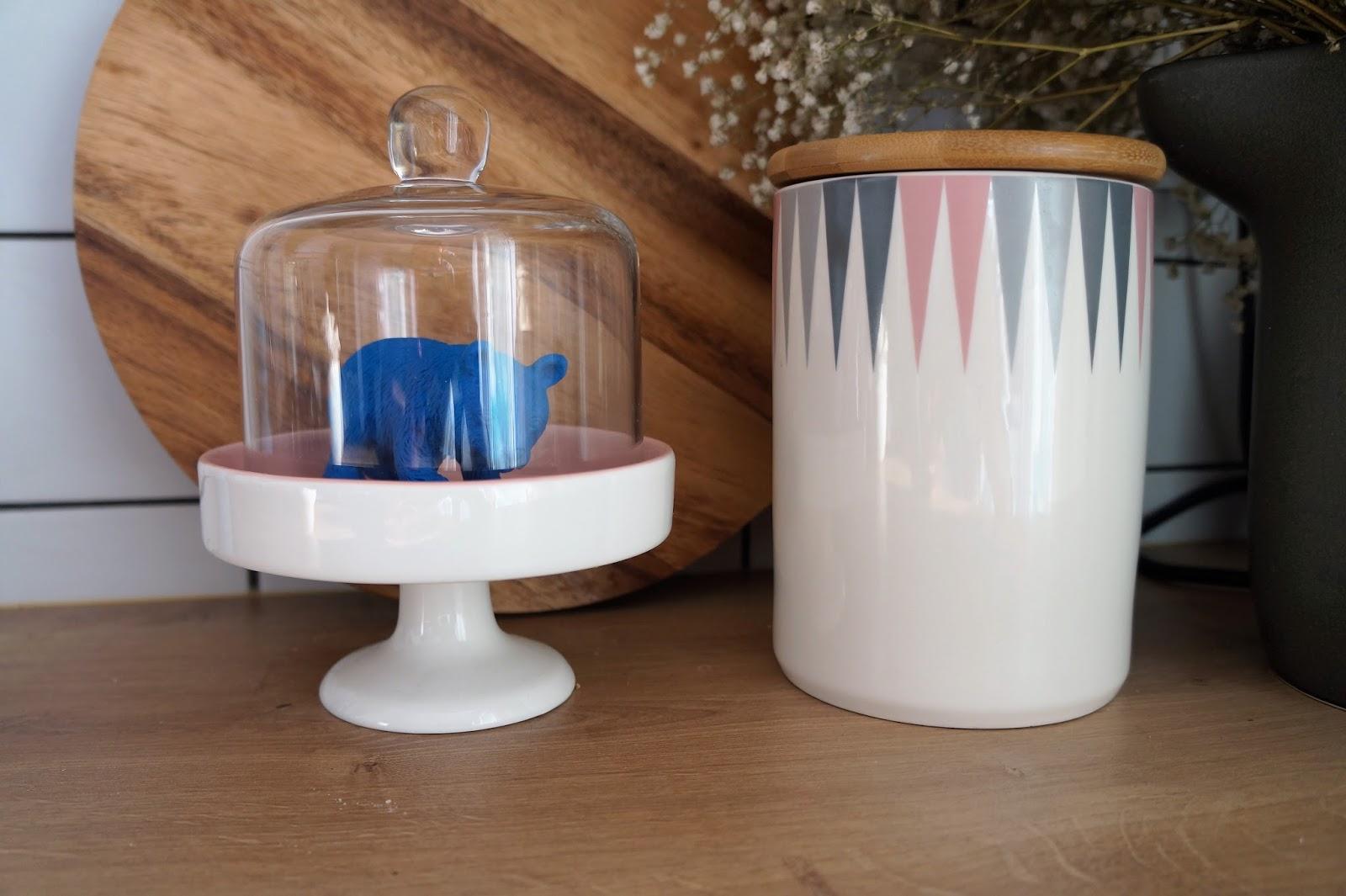 pojemnik kuchenny w pastelowe kolory, patera