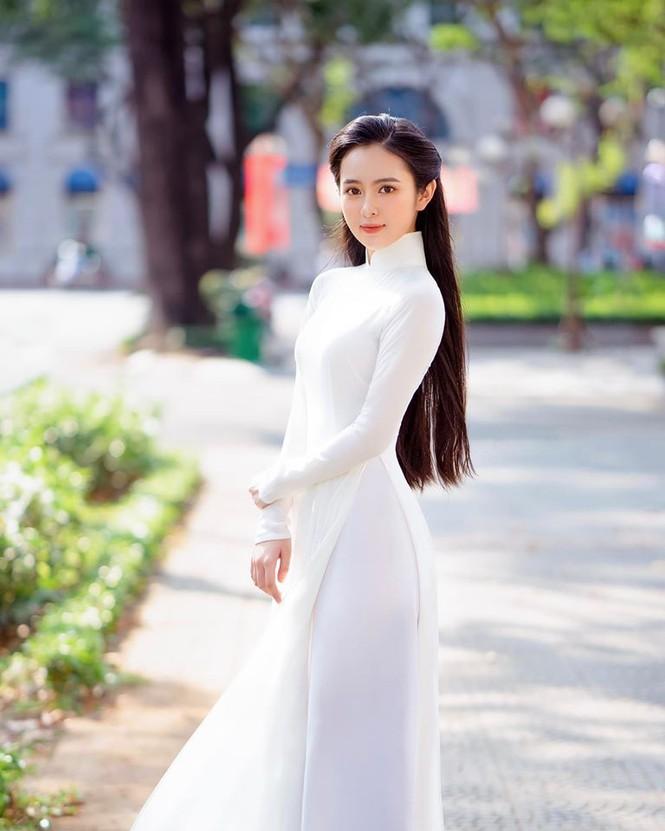Hoa khôi 10X trong loạt ảnh áo dài trắng thanh khiết nền nã đẹp mê hồn 4