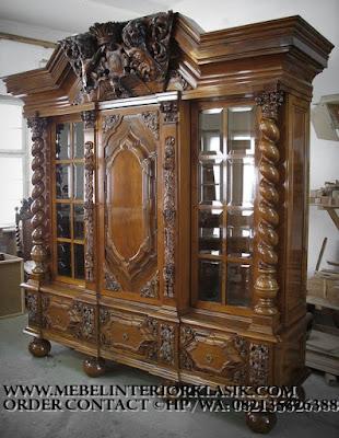 Furniture klasik jakarta,Mebel almari kaca  jati ukiran jepara desain eropa Classic Mewah.code AA111