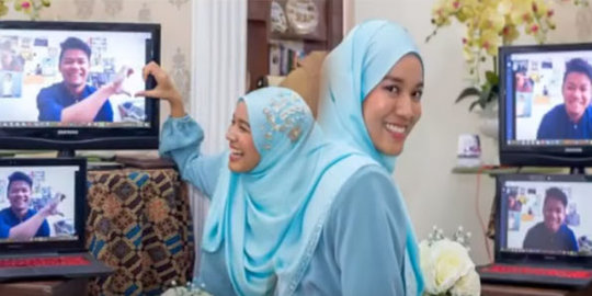 Cinta Tak Berbatas Jarak dan Waktu, Pasangan Ini Bertunangan Gunakan Layanan Video Call