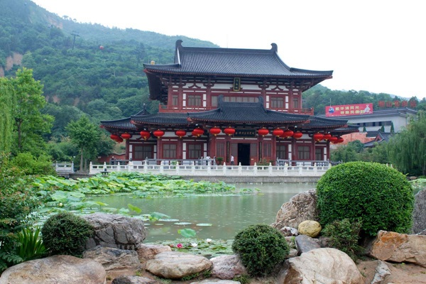 อุทยานน้ำพุร้อนหัวชิงฉือ (Huaqing Hot Springs) @ www.china-silkroad-travel.com