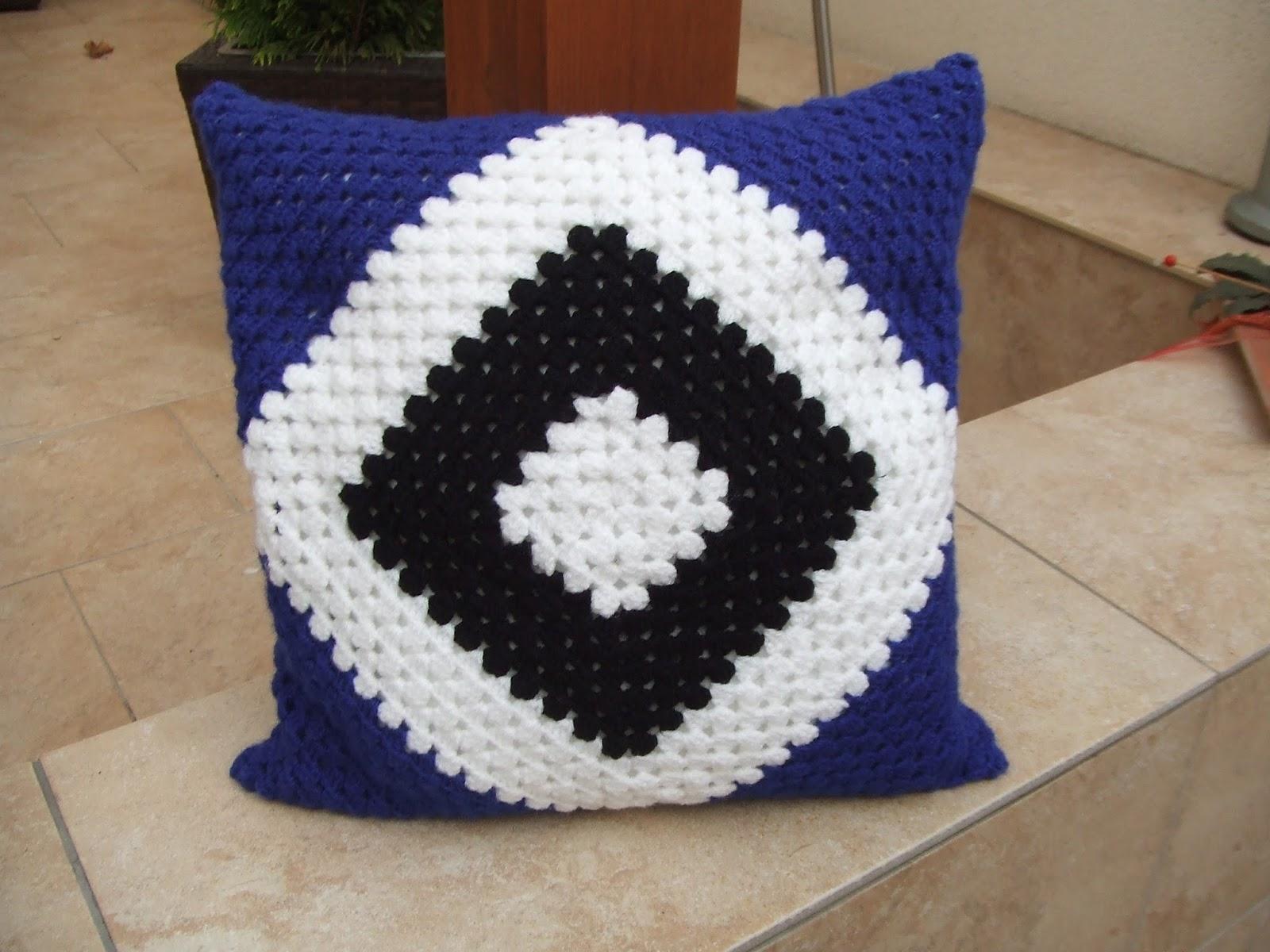 my world of crochet hsv kissen