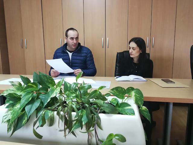 Детаљ са састанка комисије: Дејан Гајић и правна подршка Љиљана Ћипровац