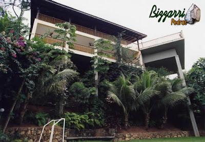 Construção da piscina de concreto armado com a construção da residência em Ubatuba-SP. A piscina ficou apoiada em 2 pilares, sendo o mais alto a 20 m do terreno original.