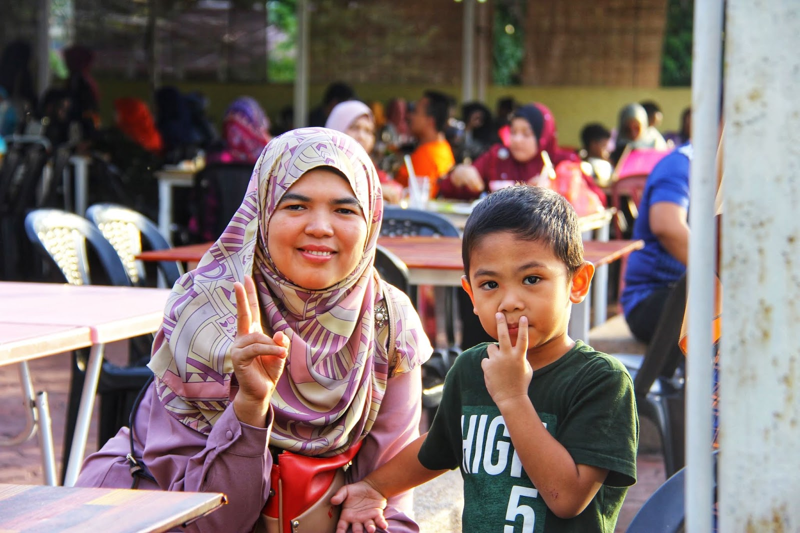 Hafiz & Ummi di Restoran Api-api Ikan Bakar Kuala Perlis