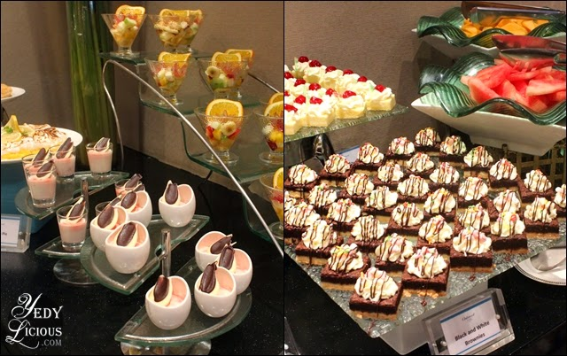 Mini cakes at Oakroom Restaurant / Jazzy Sunday Brunch Buffet