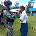 Satgas TNI Gelar Sosialisasi dan Bagikan Masker Kepada Siswa di Bolakme