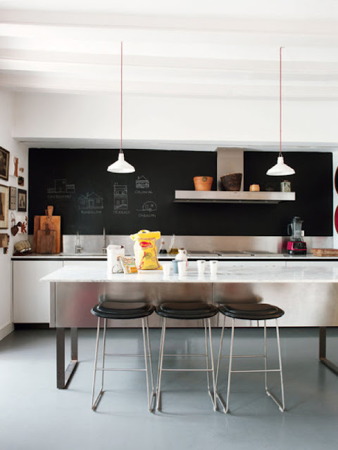 A chalkboard wall in the kitchen is always a good idea.