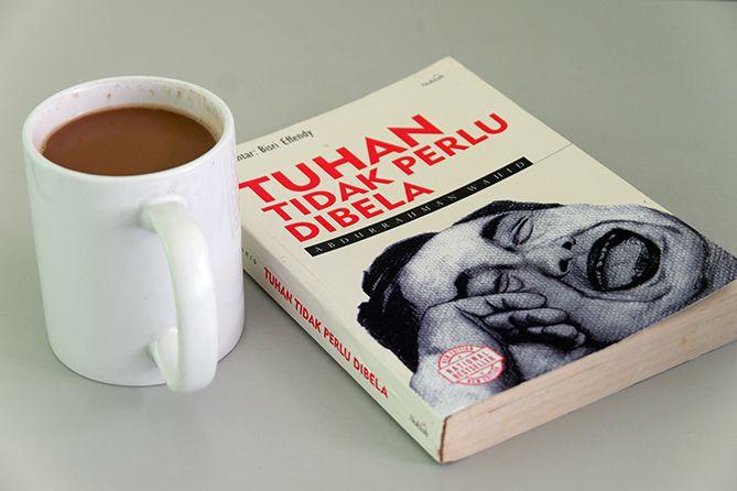 Buku Tuhan Tidak Perlu Dibela  Karya Abdurrahman Wahid