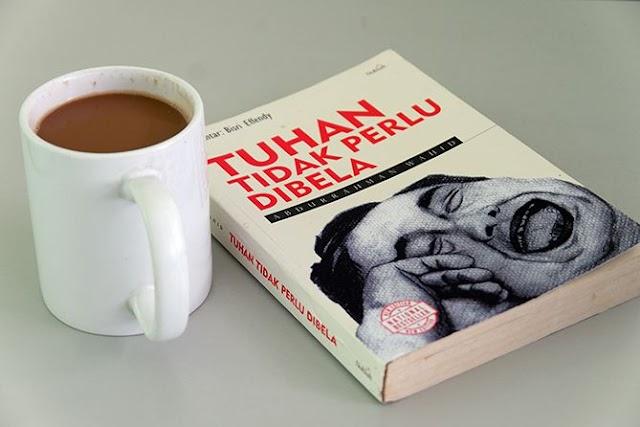 Resensi Buku Tuhan Tidak Perlu Dibela Karya Abdurrahman Wahid