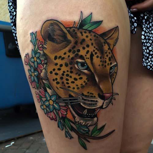 kadın üst bacak kaplan dövmesi woman thigh tiger tattoo