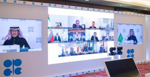 السعودية تعلن إجراء تخفيضات إضافية طوعية في إنتاج النفط