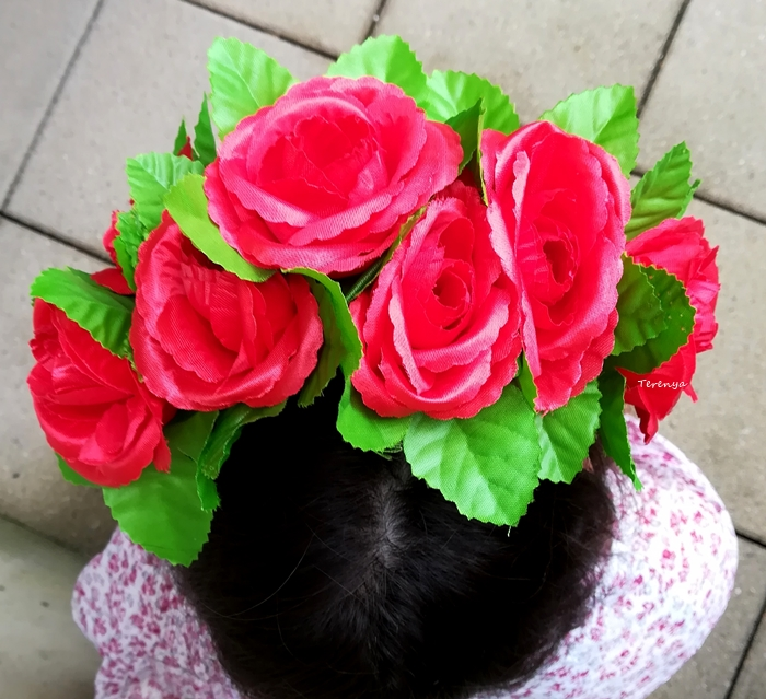 como-hacer-diadema-flores-Frida-Kahlo