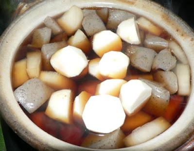 具材を鍋に入れる