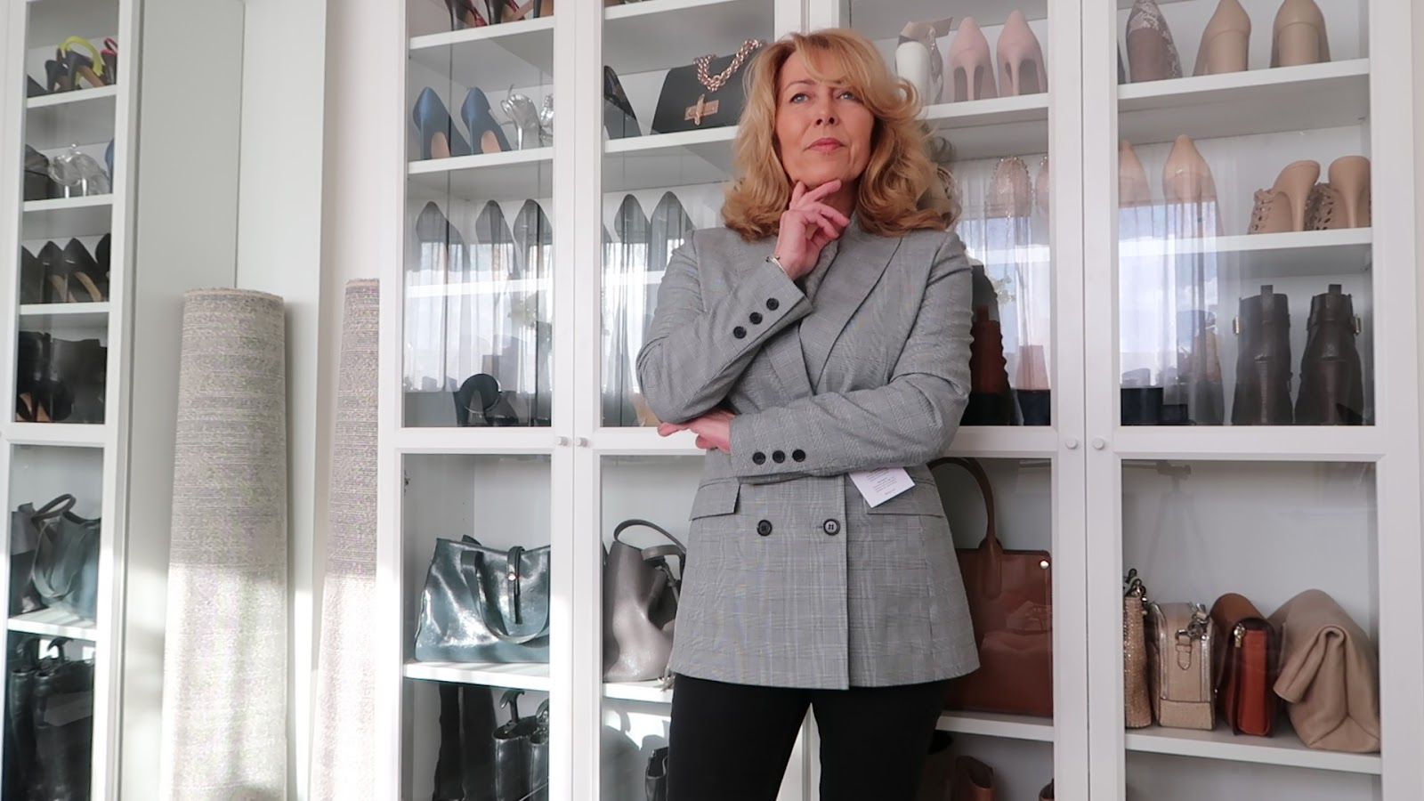 Stylish over-50s blogger Laurie Bronze from Vanity and Me in tailored jacket from Baukjen