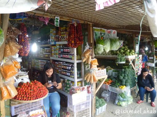 Pasalubong shops in Strawberry Farm in La Trinidad, Benguet