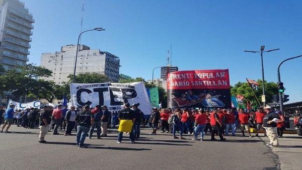Marchan en Argentina contra tarifazos y ajustes de Macri