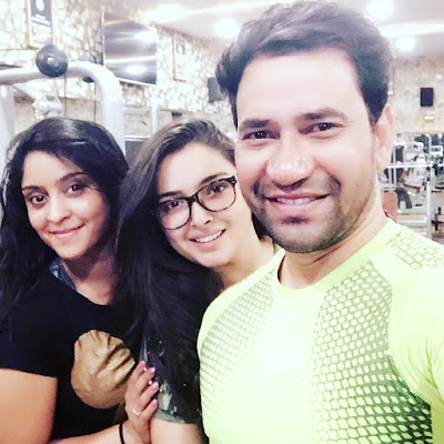 Amrapali Dubey with subhi sharma and nirahau photo