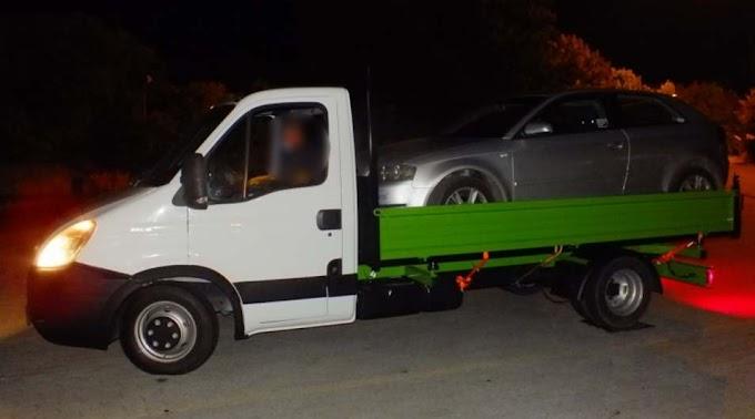 Lekapcsolták a sofőrt, aki platós kisteherautóval akart átvinni egy személykocsit az ártándi határon