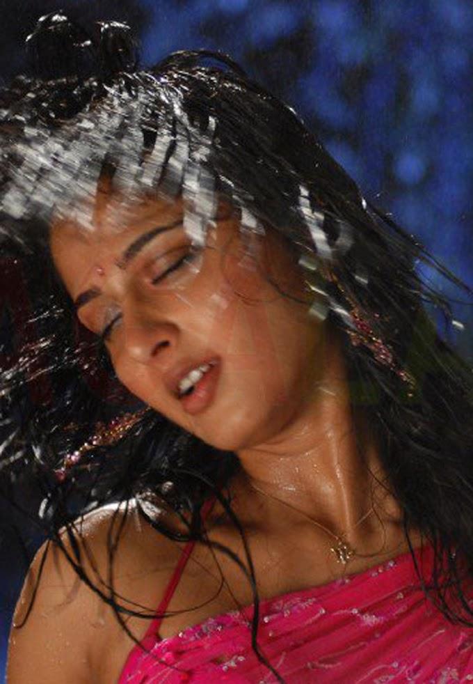 Anushka Shetty Hot navel and Sleeveless in Pink Saree