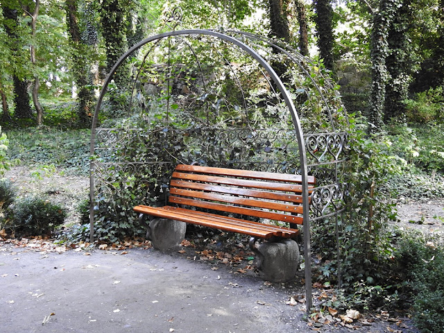 ławeczka w Lubniewicach dedykowana jest Michalinie Wisłockiej