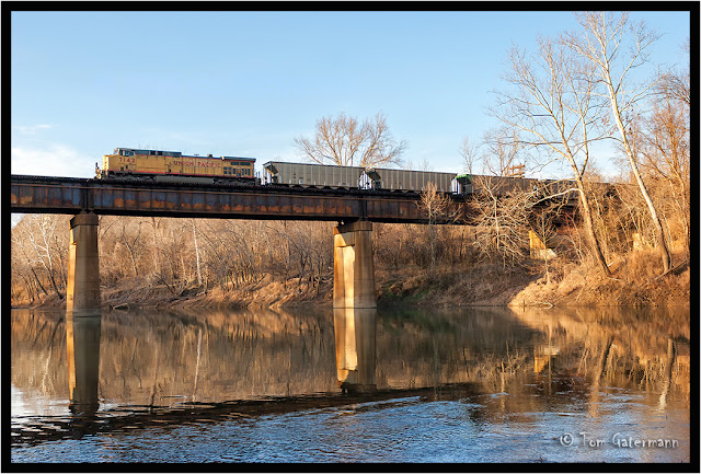 UP 7142 leads an empty coal train over the Meramec River at Sherman, MO.