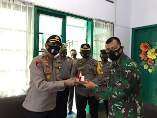 Kapolres Bone Beri Surprise ke Dandim 1407/Bone di HUT TNI Ke 75