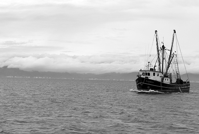 Embarcação em Ilhabela P&B