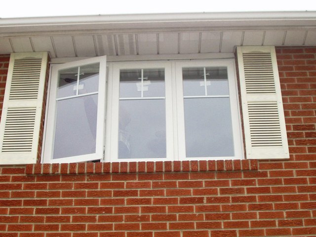 Tips on Replacing Vinyl WINDOWS