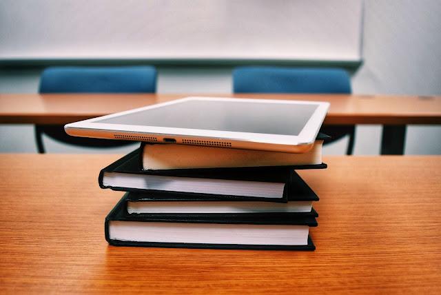 مفاهيم مفتاحية : المنهاج | البرنامج | الوسائط التعليمية | الكتاب المدرسي | تكنولوجيا الإعلام والتواصل