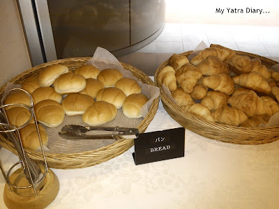 Hotel Villa Fontaine Roppongi, Japan - Bread breakfast