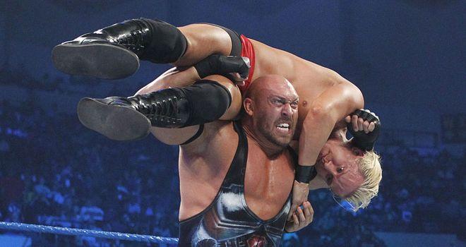 رايباك يلمح لعودته إلى حلبات المصارعة.. هل WWE أم AEW؟