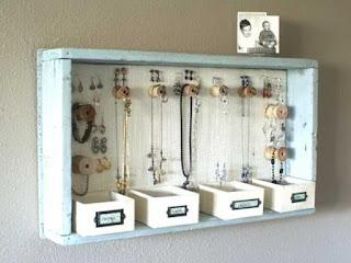 gioielli in ordine con un cassetto