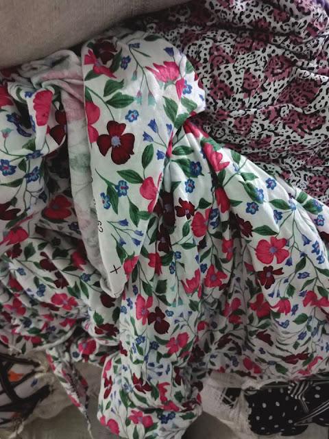 Vải cotton khúc 2 chiều, chất liệu vải mền, mịn. Vải may quần áo trẻ em dày vừa