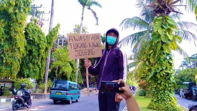 Pelajar di Bali Diamankan Polisi gegara Bawa Poster 'Awas Tukang Kawal Jogging'