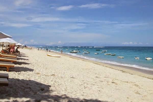 Pantai Pandawa Bali sanggup jadi yaitu sebuah objek wisata yang sempurna bagi kau yang cenderu Pantai Pandawa Kutuh Bali - Salah Alternatif Pantai Terindah Di Bali