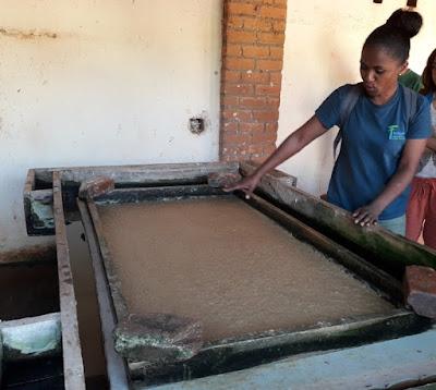 fabrica-papel-antemoro-artesanal-en-ambalavao-madagascar