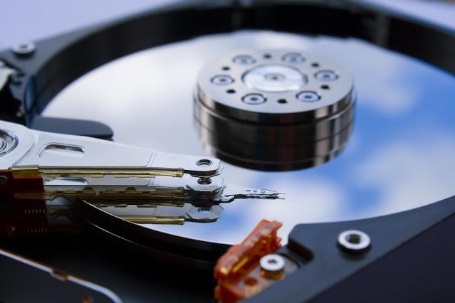 الفرق بين محركات الأقراص HDD و SSD