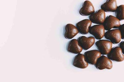 هل الشوكولاته تسبب الحبوب في الوجه؟