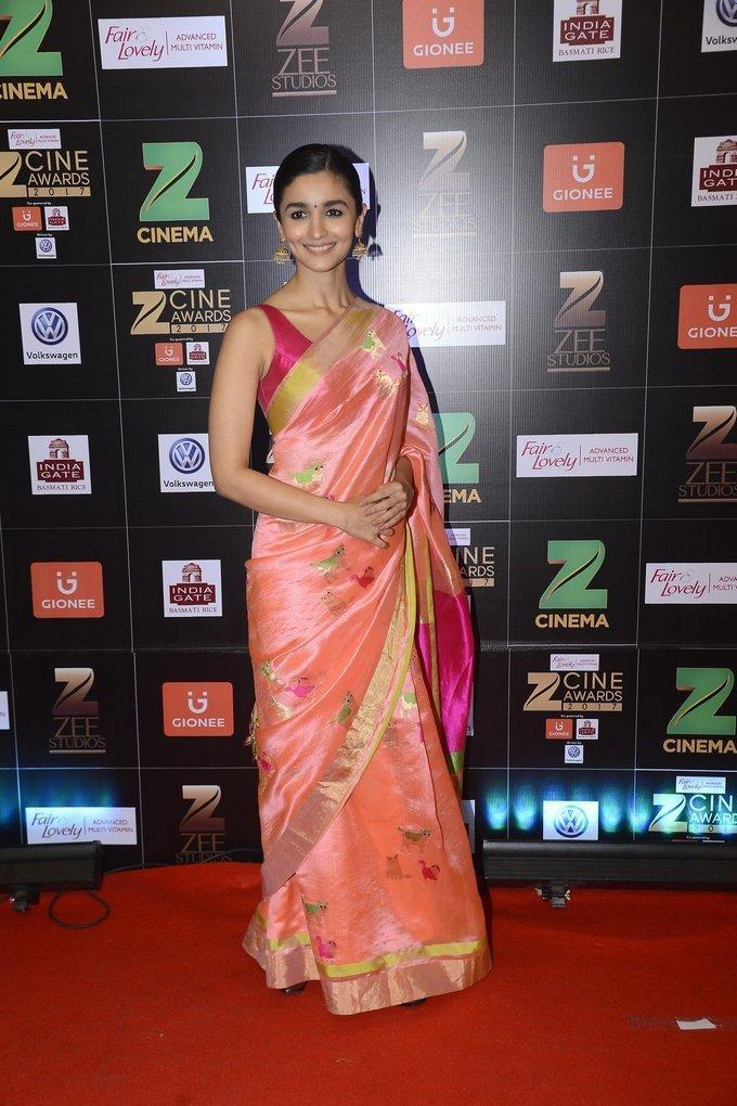 Indian Actress Alia Bhatt At Zee Cine Awards 2017